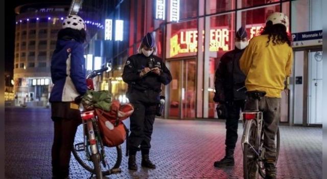 Europa avanza hacia toques de queda para detener el virus